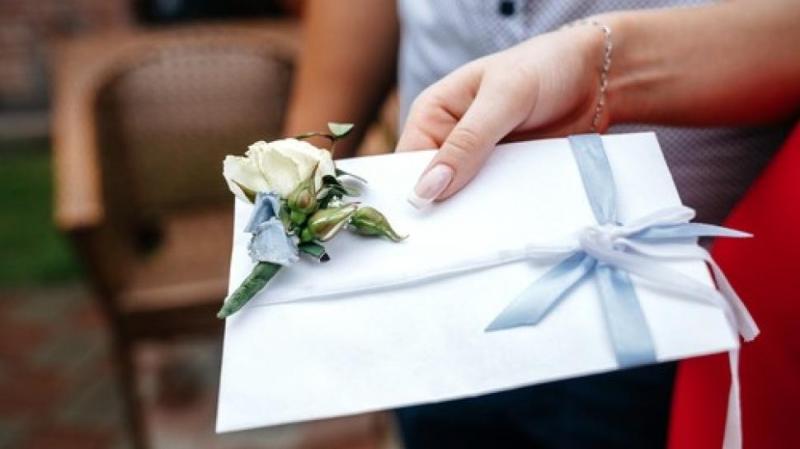 Sudah direncanakan sekitar 6 bulan dan sebar ribuan undangan, pernikahan pasangan ini mundur karena virus corona.