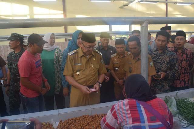 Bupati Sarolangun Drs H Cek Endra resmikan Pasar Rakyat Desa Tanjung Kecamatan Bathin VIII, Kabupaten Sarolangun Senin, (24/2/2020). Warga antusias dan ucapkan apresiasi