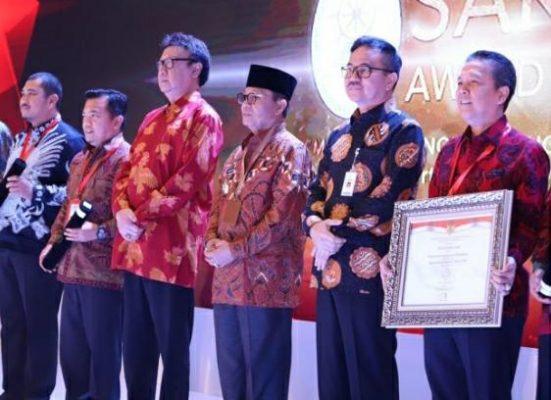 Batanghari, menerima penghargaan Sistem Akuntabilitas Kinerja Instansi Pemerintah. Bupati Batanghari Terima Penghargaan SAKIP predikat BB.