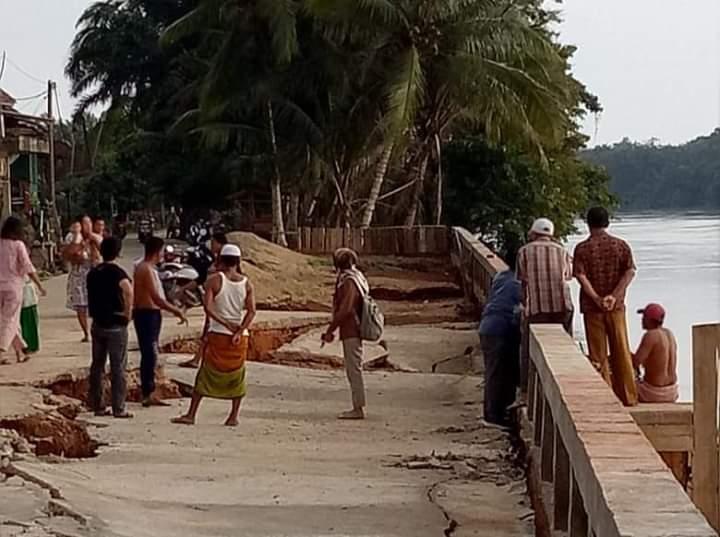 Baru Dibangun, Turap Desa Kembang Tanjung Ambruk