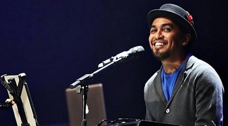 Kabar duka datang dari dunia musik Tanah Air. Salah satu penyanyi kebanggaan Indonesia, Glenn Fredlymeninggal dunia, Rabu (8/4/2020) malam.