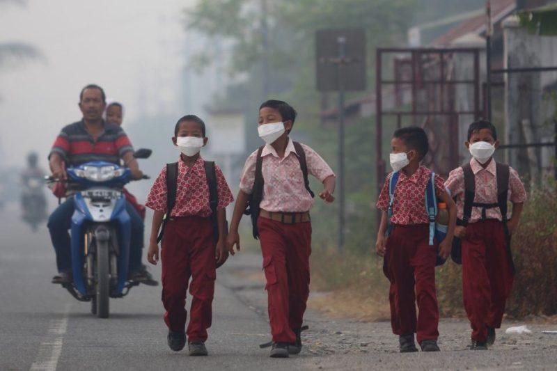 Sudah beberapa bulan sekolah libur dampak Covid-19. Sekolah masuk lagi, panduan pola belajar baru diterapkan ditengah pandemi