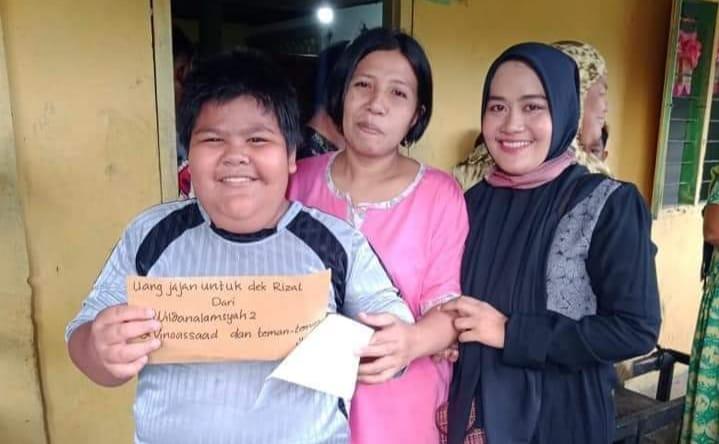 Rizal jadi perhatian warganet usai viral jadi korban bully, Minggu (17/05/2020). Bocah penjual gorengan itu sempat dilarang jualan ibunya.