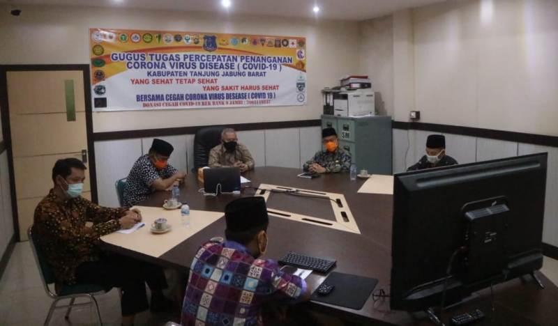 Bupati Safrial MS ikuti Halal Bihalal bersama Pemprov Jambi dan Bupati/Walikota se-Provinsi Jambi via Video Conference, Kamis (28/5/20).