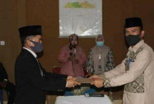 Atas nama Bupati Kerinci, Camat Depati Tujuh Awang Syujadi resmi lantik dan mengambil sumpah jabatan 6 Pjs Kepala Desa, di Aula Kantor Camat, Jumat (29/5/2020).