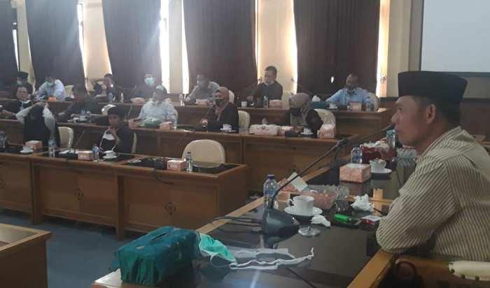 Rampungkan anggaran APBD Muaro Jambi untuk penanggulangan Covid-19, digenjot DPRD. Dewan Minta Pemkab bagi uang bukan sembako.
