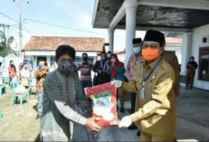 Gubernur Berikan Bantuan 500 Paket Sembako