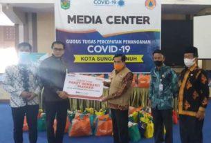 Walikota Terima Bantuan 50 Paket Sembako dan 160 Masker