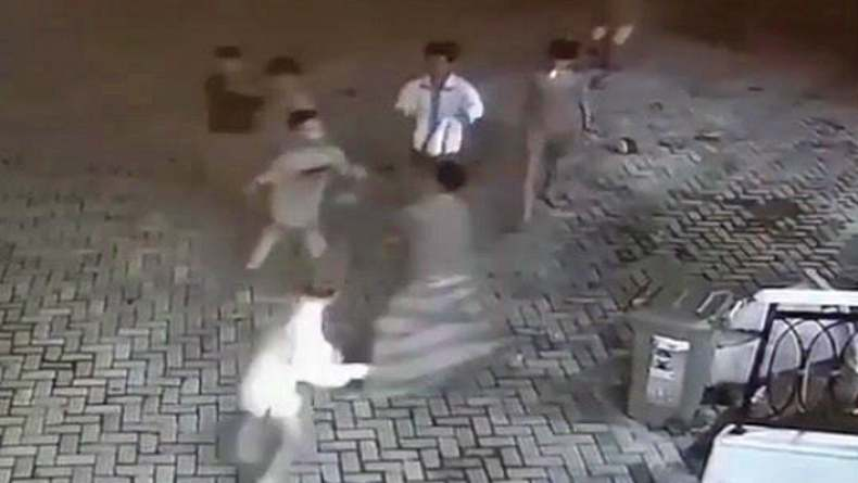 Media sosial geger video pengeroyokan marbot masjid di Palembang, Kamis 21 Mei dinihari. Marbot ladeni 5 pria yang pakai sadal ke Masjid