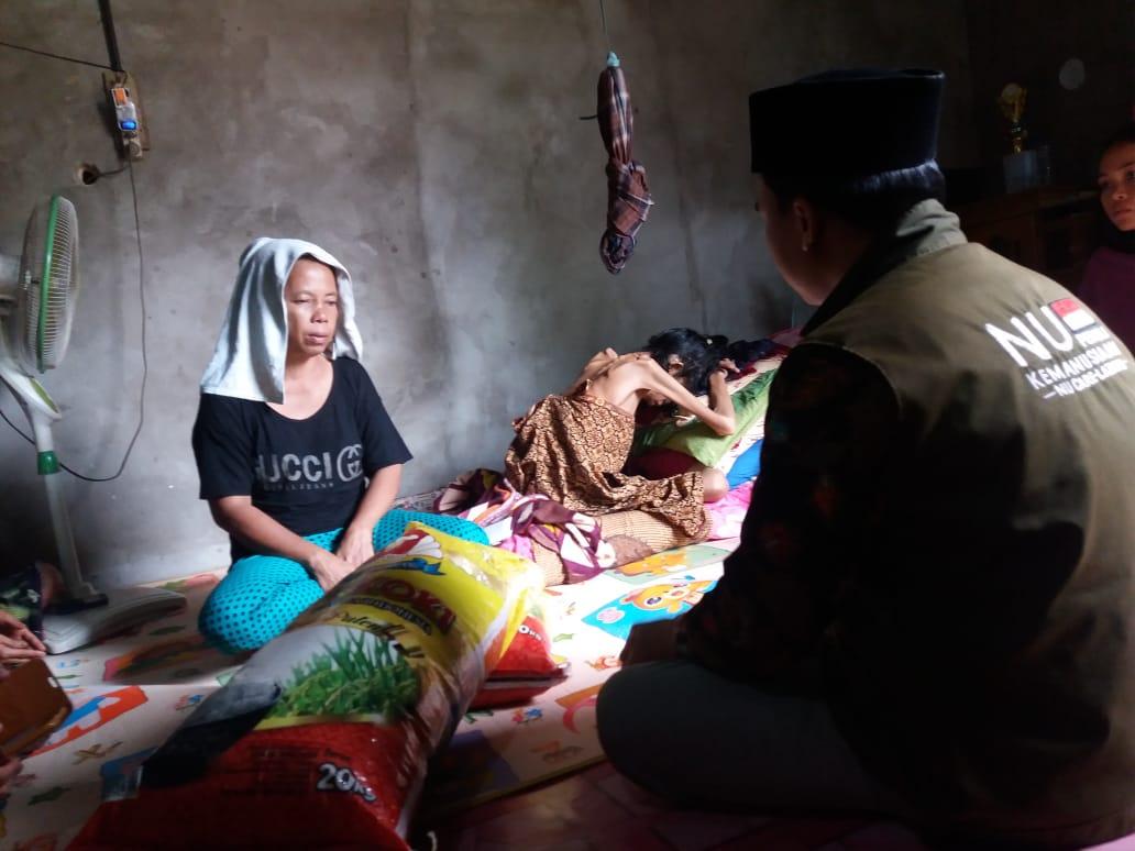 NU Peduli bersama GP Ansor Muaro Jambi bantu Airin, gadis kumpeh penderita tumor paru. Ulurun tangan, masih dibutuhkan Airin.