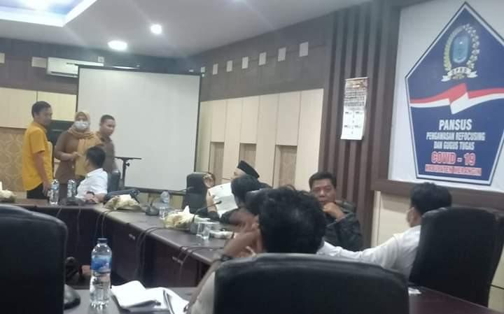 Hearing Panitia Khusus DPRD Merangin kembali batal, Senin (8/6/20). 4 jam dewan menunggu rapat dana Covid-19, TAPD tak muncul.