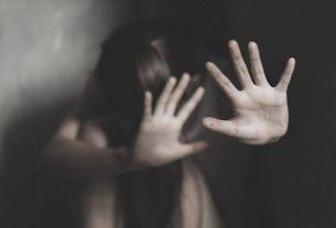Kehabisan Tenaga, Bocah Malang Ini Pasrah Disetubuhi Ayah Tirinya