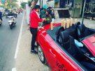 Viral, Penjual Kopi ini Pakai Mobil Mewah Mercy Saat Layani Konsumen