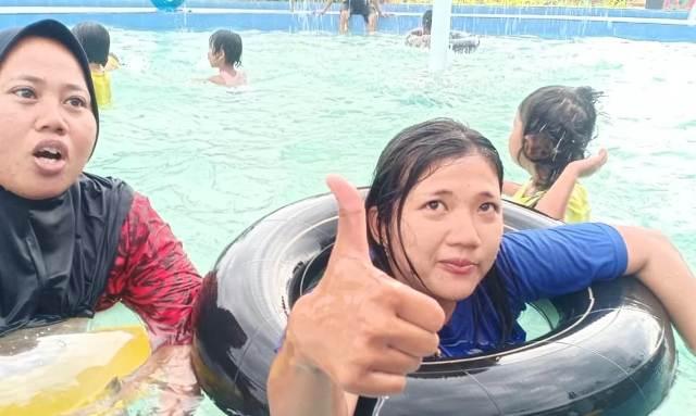 Tempat wisata yang berada ditengah Kota Bangko, Kabupaten Merangin ini tengah viral. Apa alasan warga datang ke Sikumbang Water Park?