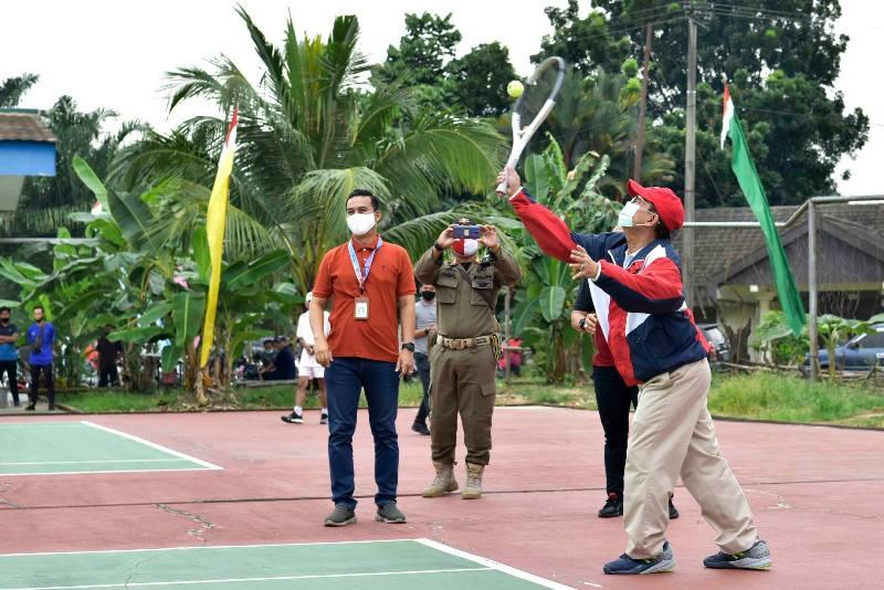 Gubernur H Fachrori Umar, M Hum harap tenis beri kontribusi untuk Jambi. Perkembangan itu, harus diimbangi dengan pembinaan berkesinambungan