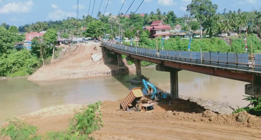 Proyek pembangunan jembatan bersumber APBN oleh PT Maju Karya Utama di Kabupaten Merangin persempit DAS, sejumlah ancaman pun mencuat.