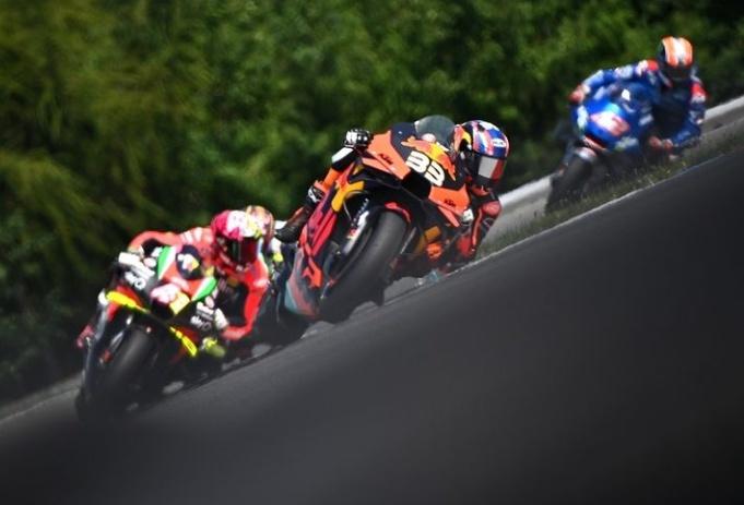 Tunggangi Red Bull KTM, Brad Binder Buat Kejutan di MotoGP Ceko