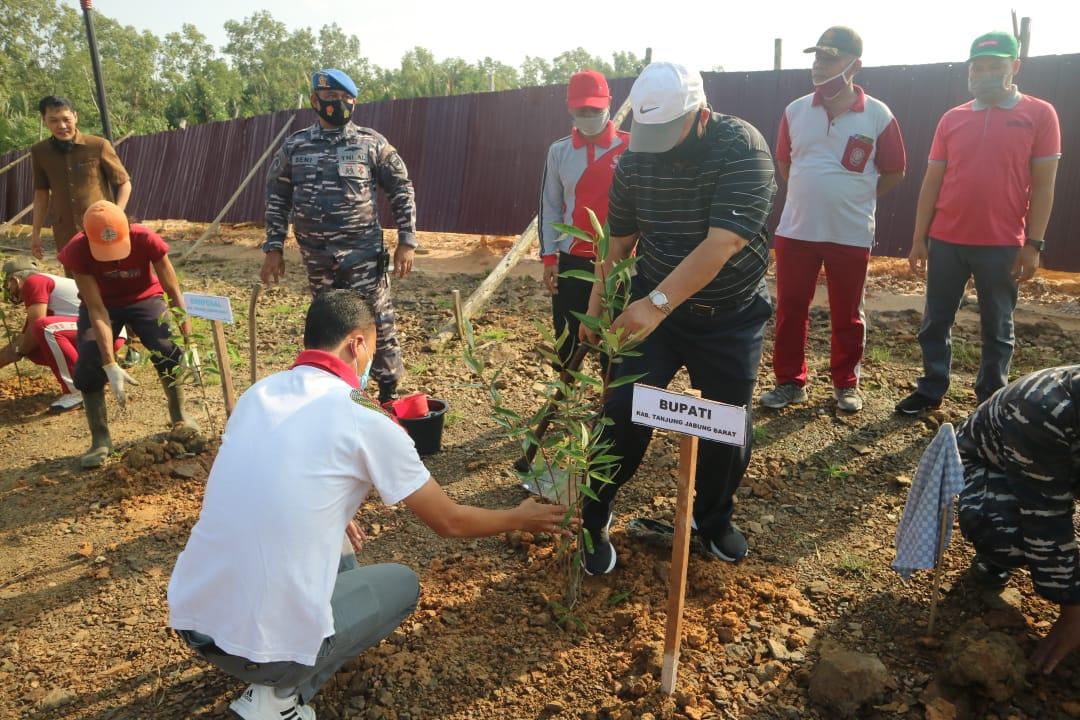 Bupati Bersama Danlanal Palembang Tanam Mangrove