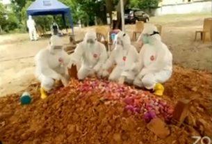 Tak Sanggup Menahan Tangis, Fasha Beberkan Ini di Pemakaman