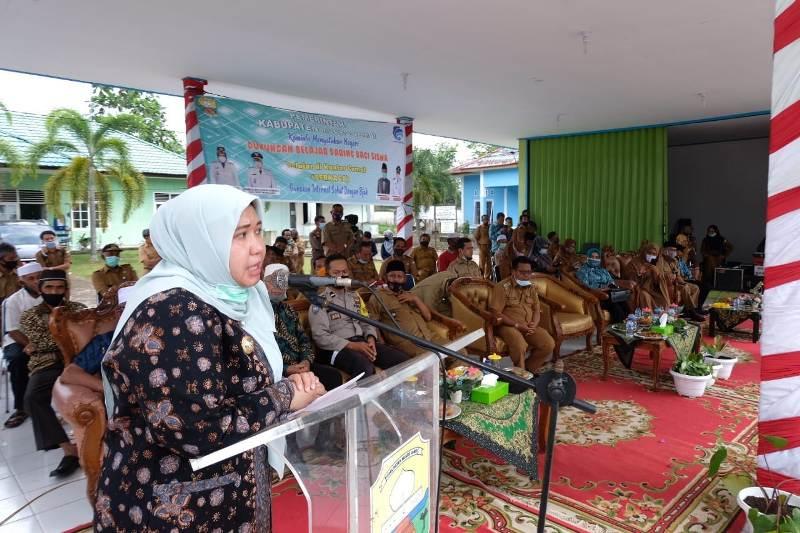 Program Berkaca Bupati Muaro Jambi, lahir dari keprihatinan belajar daring dampak Covid-19. Bertempat di Kantor Camat Mestong, program ini resmi berjalan.