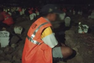 Tak Pakai Masker, Orang Ini Dihukum Tahlilan di Kuburan Malam Hari