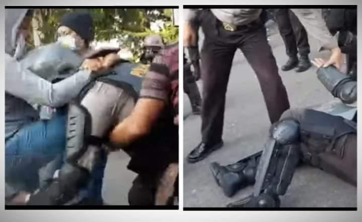 Demo tolak Omnibus Law di Jambi, Selasa (20/10/2020) berujung ricuh. 28 orang diamankan Polda Jambi, termasuk saat bentrok sesama polisi.