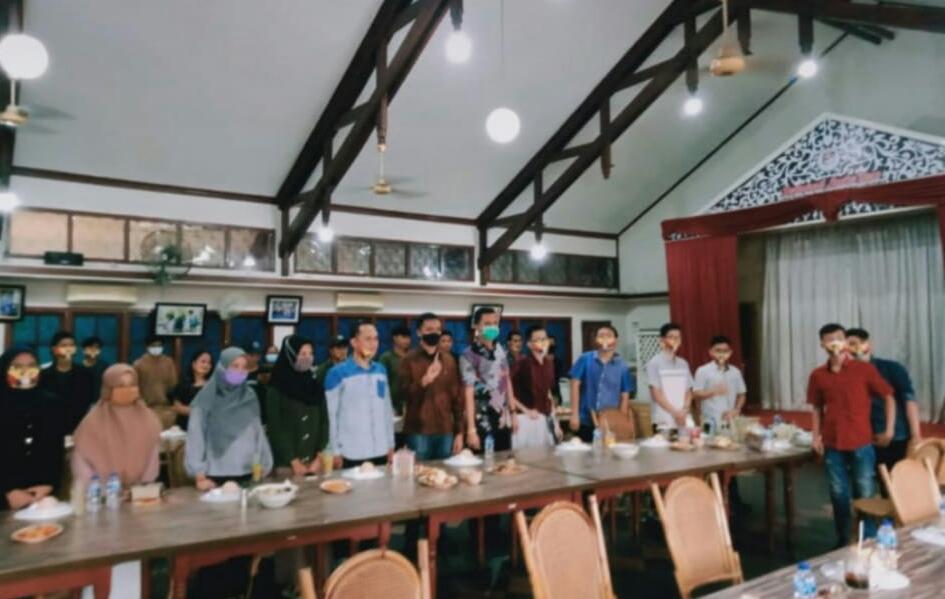 Drs H Cek Endra kembali berkonsolidasi, bersama dengan jaringan timses mendekati hari pencoblosan, 9 Desember mendatang. Tim Milenial pun siap tempur, Dulang Suara Kawula Muda.