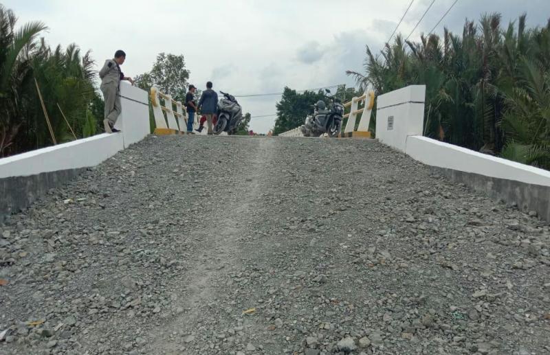 Jembatan Parit 20 di Seko Alami Penurunan, Warga Kecewa