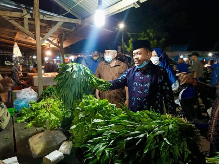 Blusukan Tengah Malam, Haris Dengar Curhat Pedagang Pasar Talang Gulo