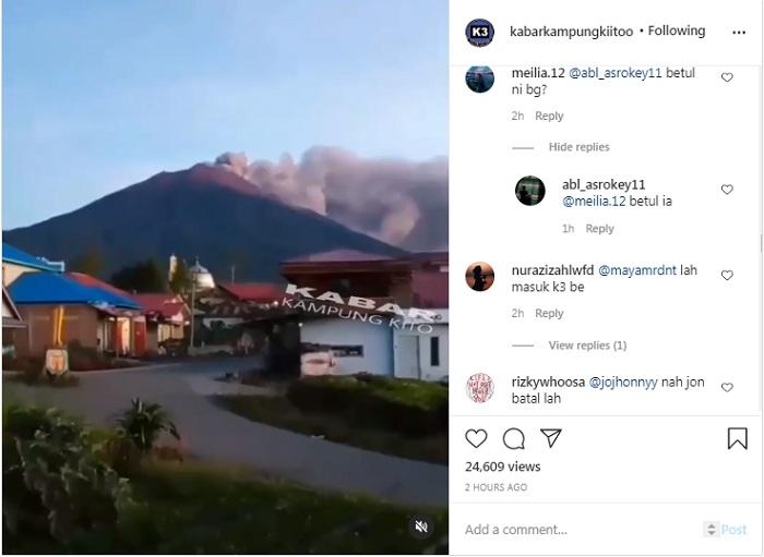 Gunung Kerinci Mengeluarkan Kepulan Asap