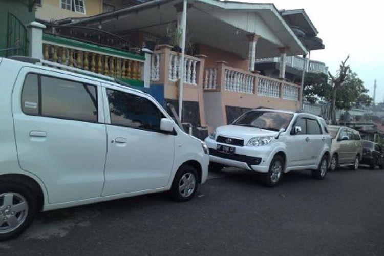 Viral, Depan Rumah di Jadikan Tempat Parkir Mobil Tak di Kenal