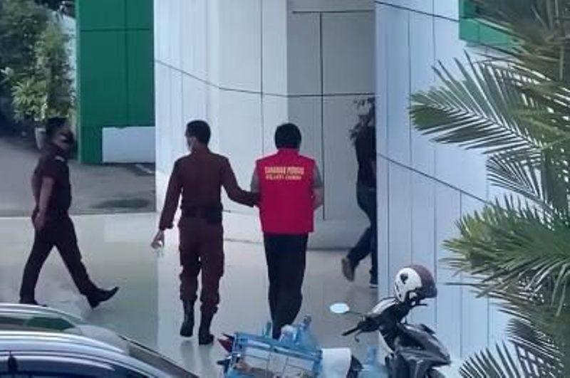 Usai di bekuk Kejagung bersama Kejati beberapa waktu lalu, Redo Setiawan si tersangka dugaan Korupsi Auditorium UIN STS Jambi akan ditahan.
