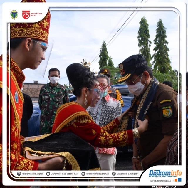 Bupati Sambut Kunjungan Kerja Kajati Jambi, Dr. Johanis Tanak, S.H., M.H didampingi istri dan sejumlah pejabat utama Kejati Jambi, pada Kamis (22/10) Siang.