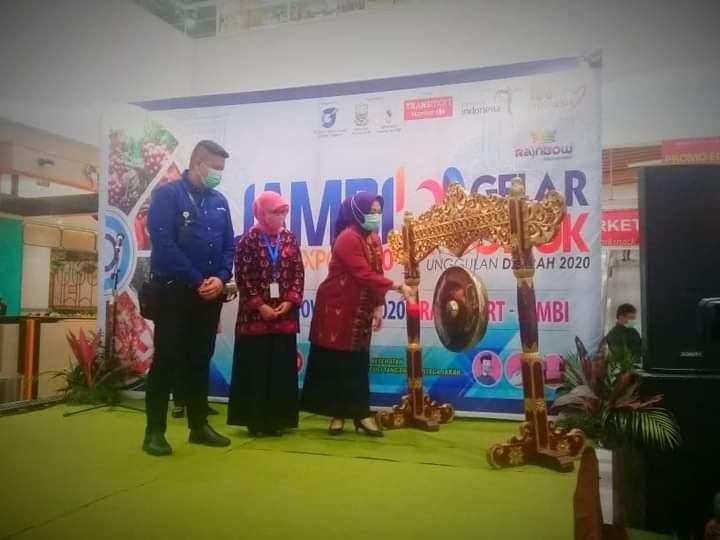 Pemerintah Provinsi Jambi bersama PT Gaharu Buana Persada, dan Kementrian Koperasi dan UMKM menggelar Jambi Expo produk unggulan Daerah 2020.