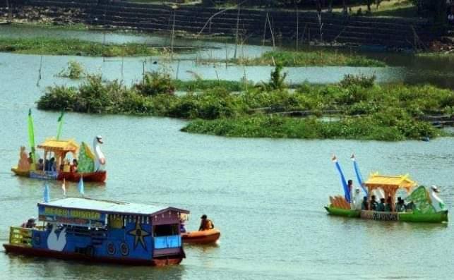 Tempat wisata atau tempat liburan di Kota Jambi, sejak di landa wabah Covid-19 waktu lalu maki sepi. Pendapatan pelaku usaha di tempat wisata Danau Sipin, makin hari terus merosot.
