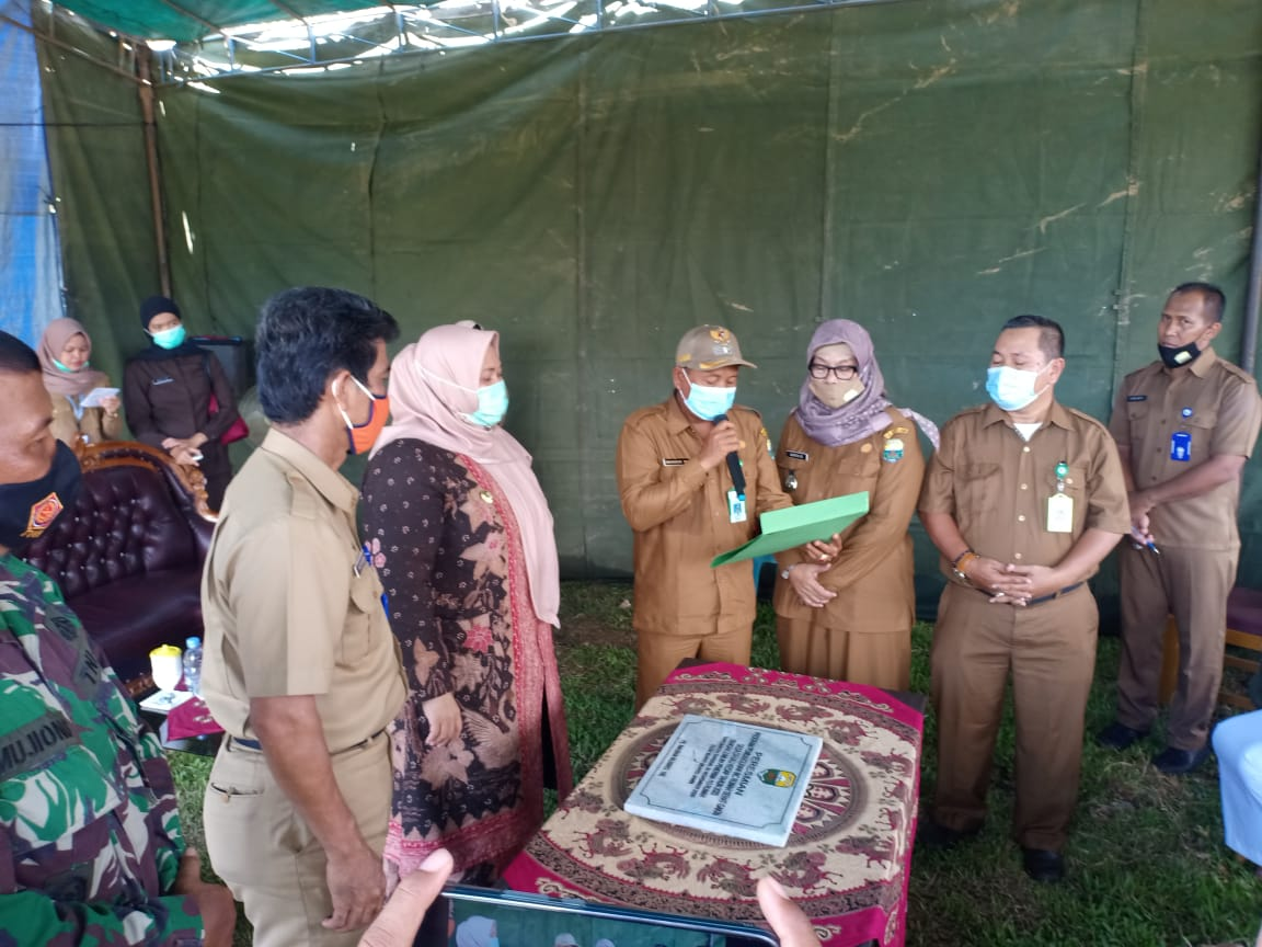 Tepati janjinya bangun jalan, di Desa Danau Kedap Kabupaten Muaro Jambi beberapa waktu lalu, Kades setempat sampaikan ucapan terima kasih pada Bupati Masnah Busro.