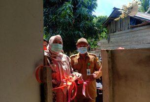 Saat meresmikan Program WC rumah sehat Keluarga miskin, di Desa Danau Kedap Kecamatan Muaro Sebo, Senin (30/11/2020) Bupati Muaro Jambi Masnah Busro singgung saol lahan sawah.