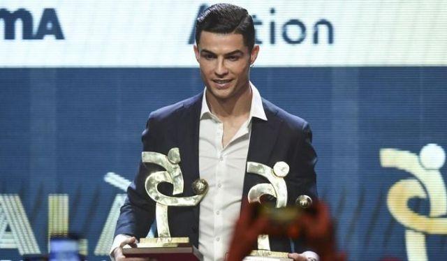 Federasi sepak bola Eropa, UEFA telah mengumumkan 50 pemain yang masuk nominasi Tim Terbaik UEFA 2020 ini, Selasa (1/12/2020).