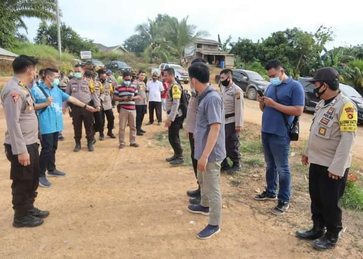 Baru-baru ini di kabarkan, bahwa terjadi pro kontra pembangunan TPS di waliyah Tapal Batas, antara Kabupaten Muaro Jambi dan Batanghari. Tak ayal, Kapolres setempat langsung menuju ke lokasi.