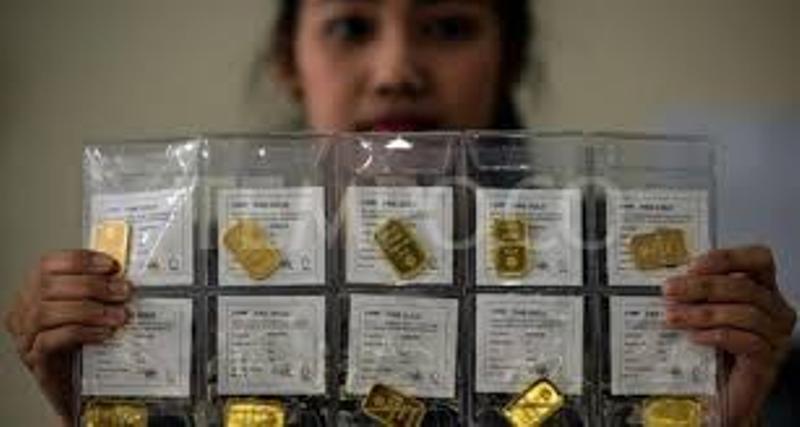 Kabar gembira bagi yang ingin berinvestasi pada logam mulia. Pasalnya, harga emas Antam 24 karat pada hari ini jatuh, Kamis (10/12/2020).