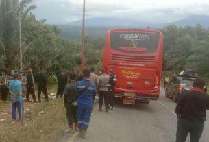 Kecelakaan lalu lintas bus Brimob terjadi di penurunan jalan terjal di Muara Emat, kecamatan Batang Merangin Kabupaten Kerinci, Rabu sore (16/12) sekitar pukul 15.30 Wib.