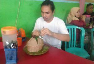 Lagi-lagi, bakso raksasa Mas Timbul kembali bikin keok warga di Jambi. Buktinya, Minggu (27/12/20) Pemuda asal Simpang Rimbo ini,