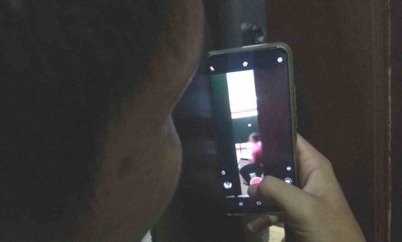 Polres Kabupaten Pangkajene dan Kepulauan (Pangkep) mengungkap kasus video asusila. Hasilnya, tersangka perekam video mesum ternyata oknum anggota DPRD dan separtai.