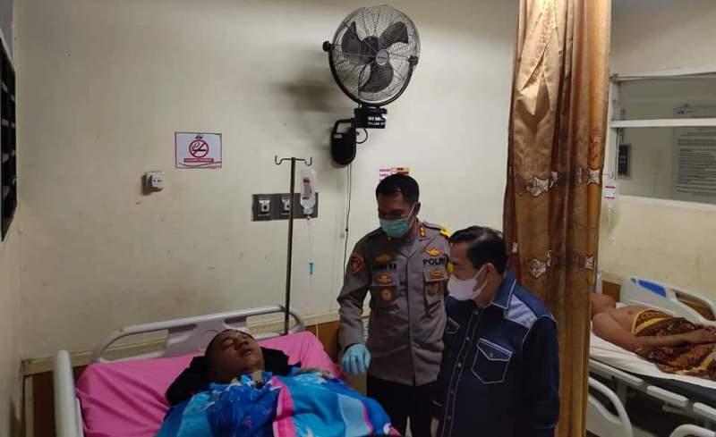 Oleh karena itu, AJB bersama Kapolres Kerinci AKBP Agung Wahyu Nugroho, membesuk kondisi anggota Brimob yang mengalami musibah tersebut.