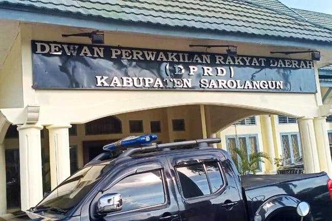 Beberapa waktu yang lalu, beredar informasi 3 pimpinan DPRD Sarolangun periode 2014-2019 yang di telah panggil oleh penyidik Polda Sarolangun.