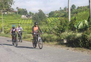 Kapolda Jambi Irjen Pol A Rachmat Wibowo,bersama Pejabat Utama (PJU) Polda Jambi, melaksanakan kegiatan patroli Kamtibmas di Kabupaten Kerinci, dengan kendarai sepeda, Jumat (8/1) sekitar pukul 09.00 Wib.