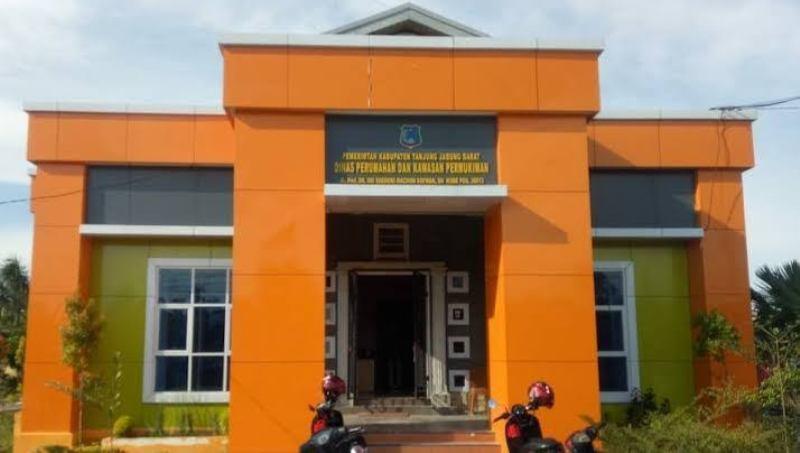 aru saja menjabat sebagai Pelaksana Tugas (PLT) Kepala Dinas Perumahan dan Kawasan Pemukiman (Perkim) Kabupaten Tanjabbar, Efri Mulyadi