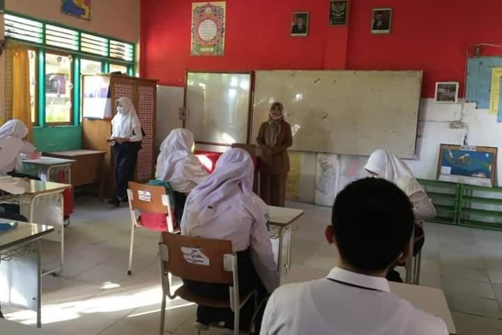 Salah satu Sekolah Menengah Pertama atau SMP di Kabupaten Tanjabbar, menggelar simulasi tatap muka di masa Pandemi, Selasa (5/1/21).