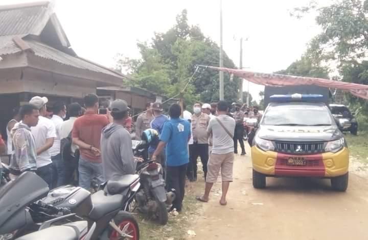 Kembali beroperasi tanpa mengantongi izin resmi dari pemerintah, PT Agrindo di cegat warga di Sarolangun pada Selasa (05/01/2021).