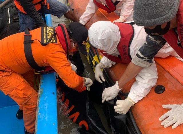 BERIA TANJABBAR - Hendak pergi melaut seorang nelayan Kabupaten Tanjabbar, di temukan tewas di wilayah perairan Provinsi Riau.